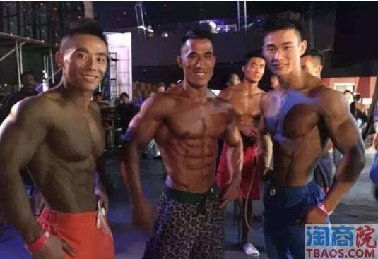 微博试穿肌肉男的小清新